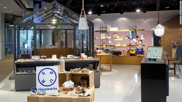 <strong>SPURHauswerks,</strong> cửa hàng này bắt đầu mở từ năm 2011và ba năm sau đó nó đã chiếm một không gian rộng lớn trên con phố mua sắm Orchard.