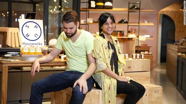 Indri Tulusan và Aiden Hopfner người sáng lập ra SPURHauswerks đều có chung một niềm đam mê là muốn tạo ra những thiết kế địa phương độc đáo.