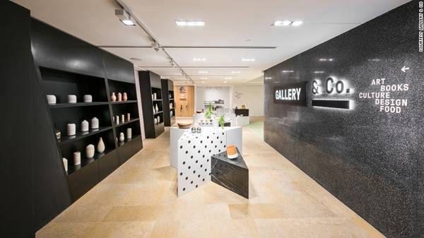 Gallery & Co là flagship mới của Bảo tàng quốc gia Singapore và được biết đến là một trong những cửa hàng bảo tàng tốt nhất trên thế giới. Flagship là những cửa hàng truyền tải hình ảnh, thu hút sự chú ý vào thương hiệu, khẳng định đẳng cấp và giúp thương hiệu nổi bật so với các đối thủ.