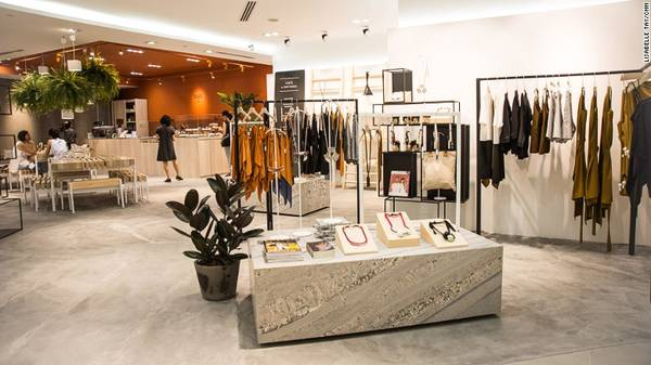 In Good Company (IGC): Cửa hàng đầu tiên của chuỗi này nằm ở trung tâm của phố mua sắm Orchard.