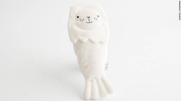 Không giống với biểu tượng của Singapore, những con thú Merlion nhồi bông là những món quà trang trí dễ thương được thiết kế bởi Supermama.