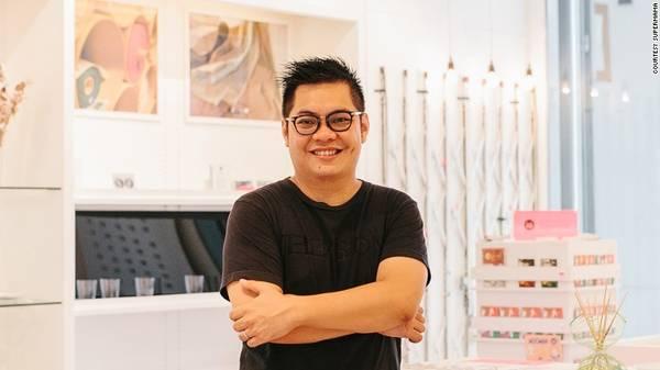 Edwin Low rằng ông muốn thiết kế các sản phẩm phản ánh quá khứ của Singapore. Singapore có hơn 700 năm lịch sử và tôi muốn truyền tải đến du khách thông qua các sản phẩm sáng tạo của mình.