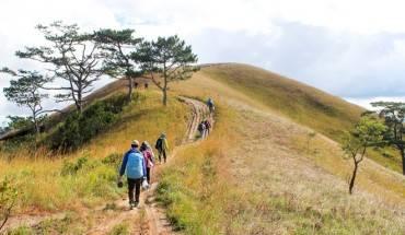 Hành trang cho cung đường trekking này là đồ ăn và nước uống đủ trong 1,5 ngày, đồ đạc gọn nhẹ, quần áo thoáng mát cho ban ngày, đồ giữ ấm buổi đêm và lều du lịch.