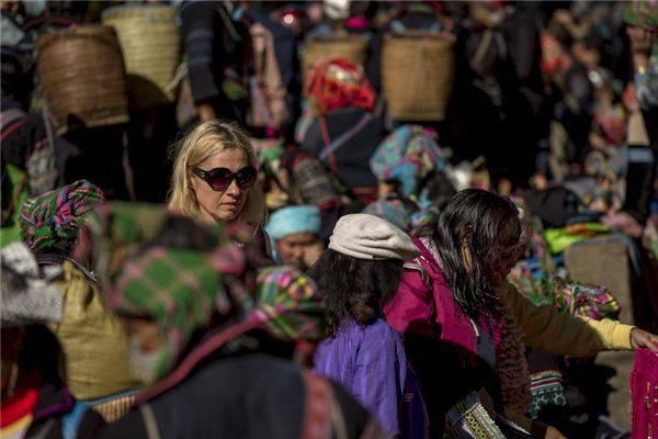 Trang phục truyền thống của các dân tộc ở Sapa rất sặc sỡ và đầy màu sắc.