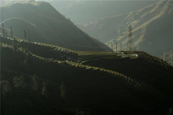 Những thửa ruộng bậc thang Sapa có từ hàng trăm năm nay được tạo nên do những đôi bàn tay cần mẫn của những người dân tộc Dao, H'Mông,…