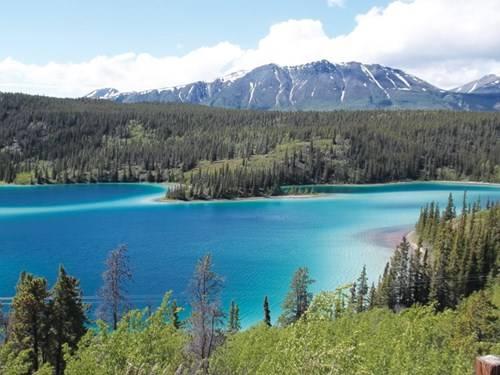 Hồ Ngọc Thạch xinh đẹp y như tên gọi