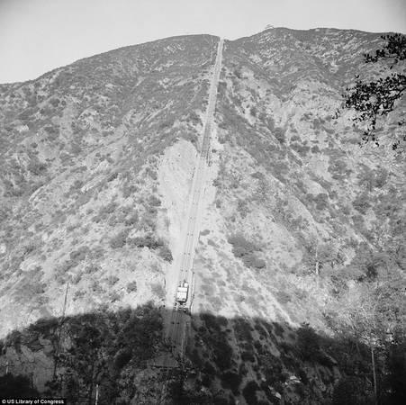 Tuyến đường sắt leo núi Lowe ngày nay chỉ còn là một đống đổ nát ở Los Angeles, California, Mỹ. Trước kia, đây là tuyến thứ 3 trong chuỗi đường sắt leo núi do nước Mỹ xây dựng nhằm thúc đẩy du lịch địa phương.