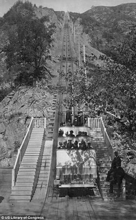 Được sử dụng từ năm 1893, tuyến đường sắt lên đỉnh Lowe là tuyến tàu đầu tiên dùng điện do nước Mỹ xây dựng, có độ dài khoảng 11 km.