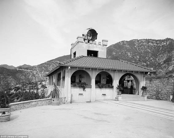 Trong hình là trạm cung cấp điện cho tuyến đường sắt leo núi nổi tiếng một thời ở Los Angeles.