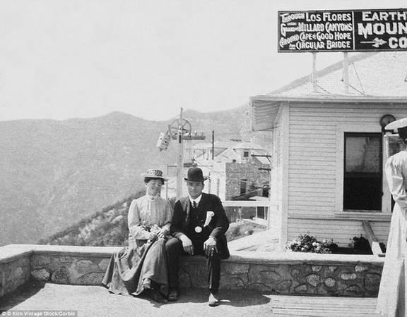 Tuyến đường sắt tới đỉnh Lowe đã đóng cửa và dừng hết các hoạt động sau 45 năm sử dụng.