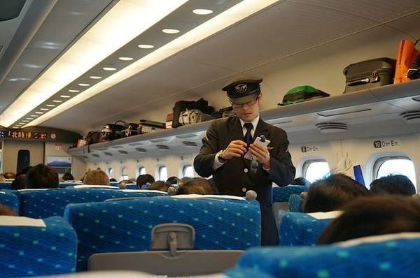 Bên trong tàu siêu tốc Shinkansen . Ảnh: Mrjocko/Wordpress.