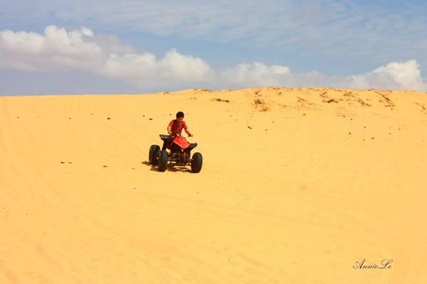 Xe vượt địa hình ở đồi cát trinh Nữ.