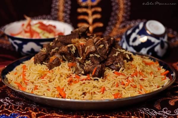 Uzbekistan: Plov là món quốc hồn quốc túy của Uzbekistan. Trong đó, cơm được trộn với cà rốt, ớt, hạt carum và thêm thịt lên trên. Món ăn này rất phổ biến ở Uzbekistan, với giá cả dễ chịu. Ảnh: Arbuz.