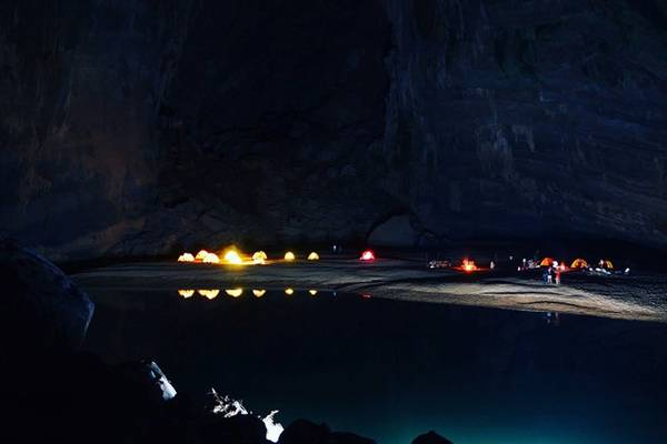 Cắm trại qua đêm trong hang Én.