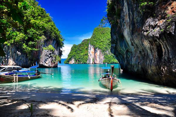 Krabi có 2 địa điểm nổi tiếng là Krabi Town và Ao Nang. Khách du lịch thường tập trung ở Ao Nang nhiều hơn vì gần biển, thuận tiện cho các chuyến tham quan. Ảnh: fox19044