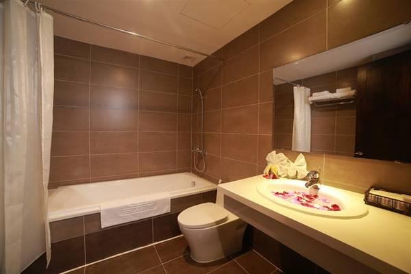 Phòng tắm rộng rãi. Ảnh: iVIVU.com