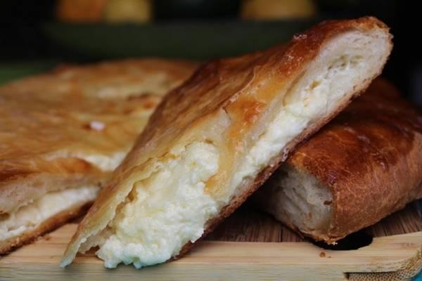 Cộng hòa Georgia: Khachapuri, món bánh mì nhồi phô mai đặc sản, rất phổ biến ở Georgia, được ăn cả trong bữa sáng, bữa trưa và bữa tối. Ảnh: Georgiancook.