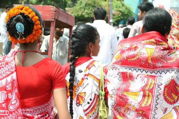 Bangladesh: Pohela Boishakh là lễ hội đón năm mới của Bangladesh vào ngày 14/4. Nhà cửa được dọn dẹp sạch sẽ để đón khách là họ hàng, bạn bè và hàng xóm. Ở các hội chợ, người ta bán đồ ăn và các sản phẩm thủ công. Ảnh: Kikis & Yosita.