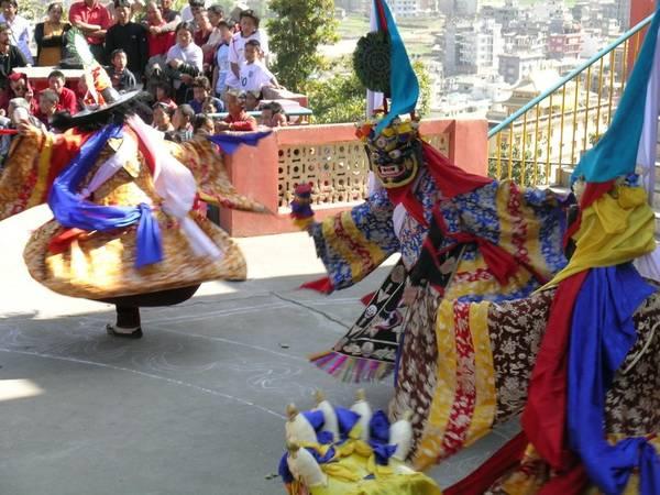 Nepal, Bhutan, Tây Tạng: Năm mới Tây Tạng được gọi là Losar, diễn ra vào ngày đầu tiên của năm theo lịch Tây Tạng. Đây là dịp để loại bỏ những điều xấu của năm cũ để mọi thứ hanh thông tốt lành cho năm mới. Ảnh: J.M. Jackson.