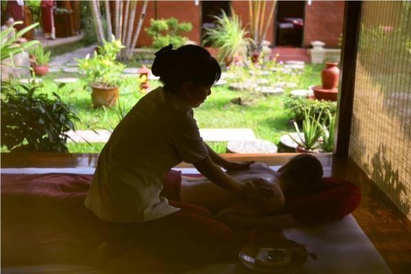 Thư giãn với những phương pháp trị liệu cao cấp trong khu vực Spa. Ảnh: iVIVU.com