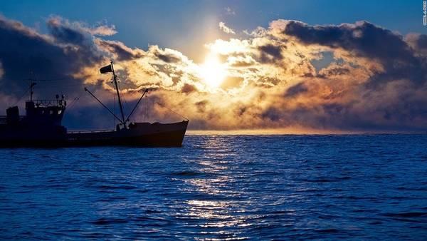 """Kho báu của thế giới: Dù Baikal thu hút ngày càng nhiều du khách quốc tế, cảnh vật tuyệt đẹp của hồ nước này vẫn đậm chất Nga. """"Hầu hết các hồ nước đều chỉ có tuổi dưới 20.000 năm nhưng Baikal đã tồn tại được ít nhất 25.000 năm. UNESCO từng ví hồ Baikal là Galapagos của Nga"""" – Jack Sheremetoff, một hướng dẫn viên địa phương cho biết."""