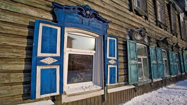 Những kỳ quan bằng gỗ: Được lập nên bởi những người Nga trên vùng đất gần sông Irkut và Angara, thành phố Irkutsk lần đầu tiên có tên trên bản đồ vào giữa thế kỷ 17. Ngày nay, thành phố này là nơi có bộ sưu tập các công trình bằng gỗ lớn nhất vùng Siberia.