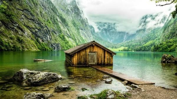 Nhà thuyền cho người câu cá trên hồ Obersee - Ảnh: wp