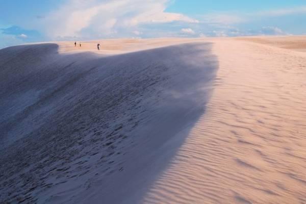 Khám phá cồn cát di động ở sa mạc Bledow - Ảnh: skyscrapercity