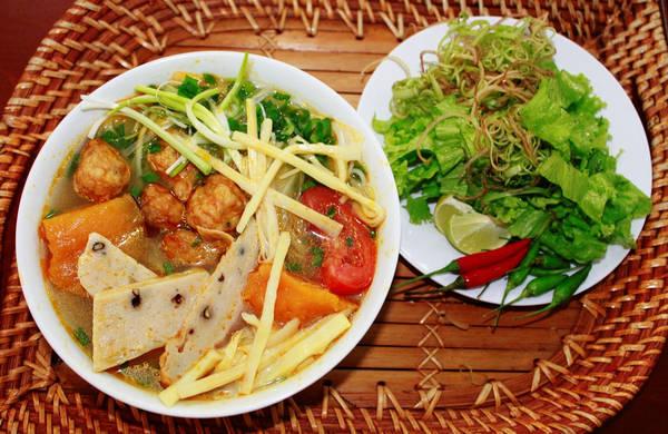 Món bún chả cá Quy Nhơn hấp dẫn. Ảnh: diadiemquynhon.com