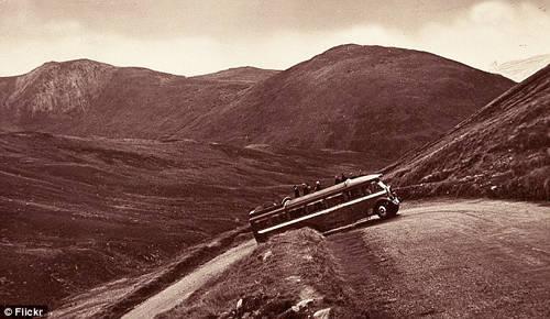 Tuyến đường uốn lượn theo khu Glenshee, quận Perthshire, từng là một phần của quốc lộ cao nhất Vương quốc Anh tên là A93. Tuy nhiên, đoạn đường vòng được xây dựng lại vào những năm 1960 giúp cho các tài xế dễ đi hơn.