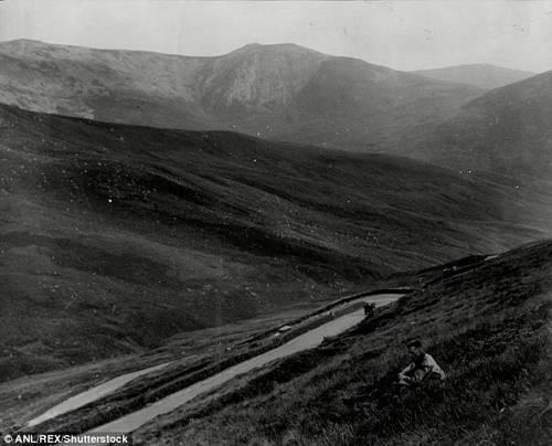 """Một bức ảnh chụp vào năm 1930. Ngày nay """"cung đường quỷ dữ"""" vẫn còn sức quyến rũ với rất nhiều khách du lịch, nhất là những người thích đi bộ leo núi."""