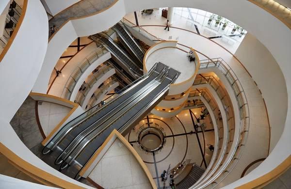 Toà nhà The Bangkok Art and Culture Center.Ảnh: Ecomanta.com