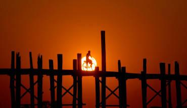 Khung cảnh hoàng hôn trên cầu Ubein. Ảnh: Giampaolo Santi