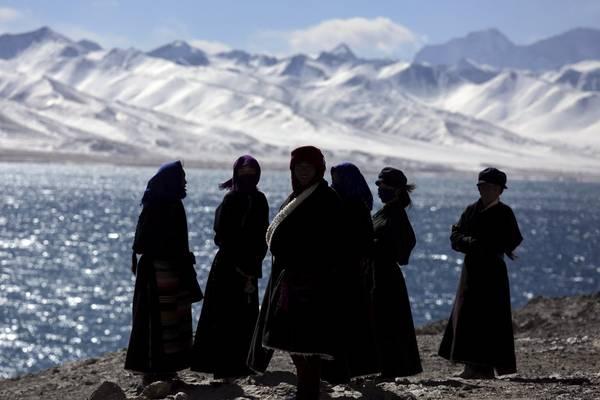 Với khoảng 37.000 sông băng, Tây Tạng cung cấp hơn một nửa lượng nước cho châu Á. Ảnh: Damir Sagolj / Reuters