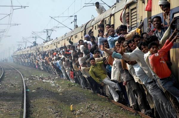 Dân số hiện tại của Ấn Độ là 1,2 tỉ người. Ảnh: Stringer India/Reuters