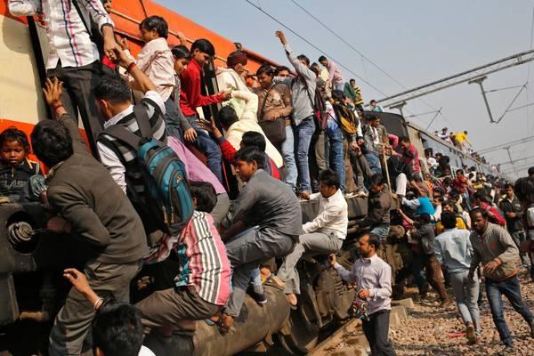 Hiện nay có khoảng 11.000 đoàn tàu hoạt động mỗi ngày tại Ấn Độ. Ảnh: Anindito Mukherjee/Reuters