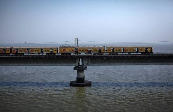 Tuyến tàu chạy nhanh nhất là New Delhi - Bhopal Shatabdi với vận tốc 93 dặm trên giờ. Ảnh: Danish Siddiqui/Reuters