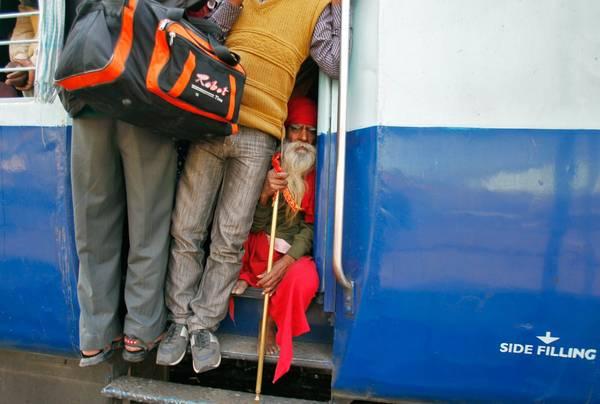 Guwahati Thiruvananthapuram là tuyến tàu giữ kỷ lục về độ trễ nhiều nhất với thời gian chờ tàu có thể lên đến 12h. Ảnh: Jitendra Prakash/Reuters