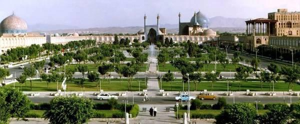 Quảng trường Imam Khomeini được xây dựng từ 400 năm trước tại trung tâm thành phố Isfahan - Ảnh: bikooch