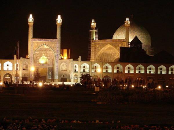 Đền thờ Sheikh Loftollah ở Isfahan lung linh trong đêm - Ảnh: wiki