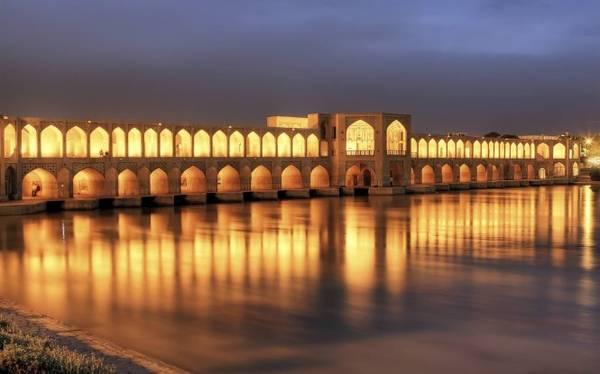 Cầu Khaju, một trong những điểm phải đến ở thành phố Isfahan - Ảnh: wp