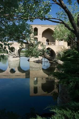 Sarvestan, cây cầu cổ xưa nhất Isfahan - Ảnh: simplesite