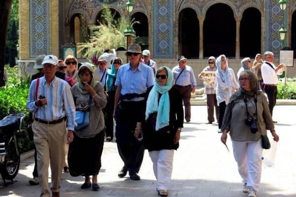 Du khách đến Iran - Ảnh: AFP