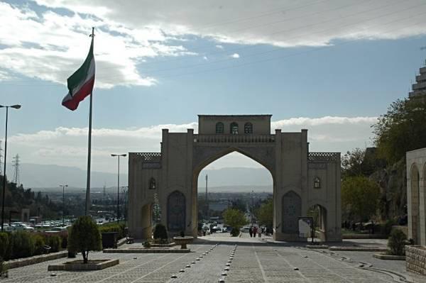 Cổng Quran ở thành phố Shiraz - Ảnh: panoramio