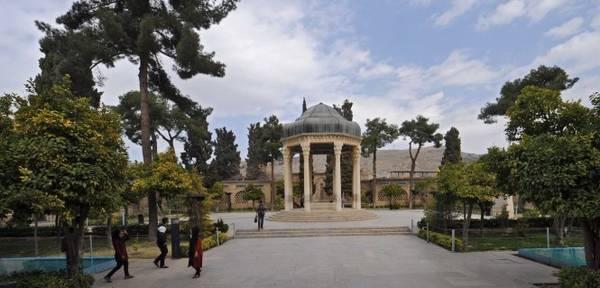 Lăng mộ Hafez ở thành phố Shiraz - Ảnh: wp