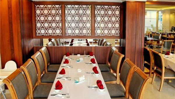 Nhà hàng sang trọng với thực đơn món ăn phong phú. Ảnh: iVIVU.com