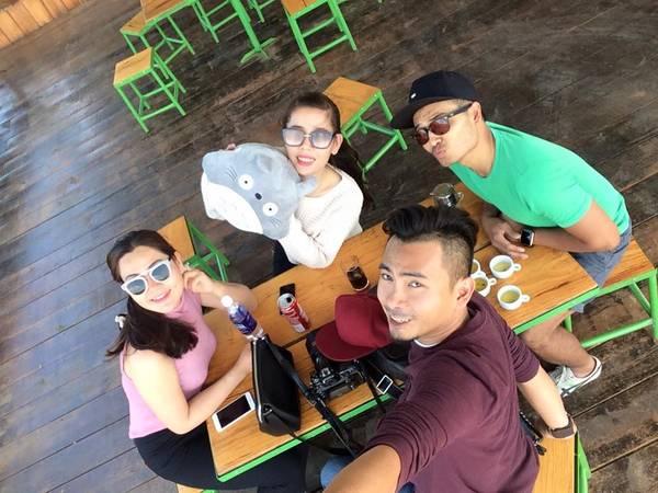 """Không chỉ là nơi dành cho những ai muốn tận hưởng không gian yên bình, Mê Linh Coffee Garden còn là nơi các nhóm bạn trẻ không thể không """"check-in"""" khi đến Đà Lạt. Ảnh: Yen Spy"""