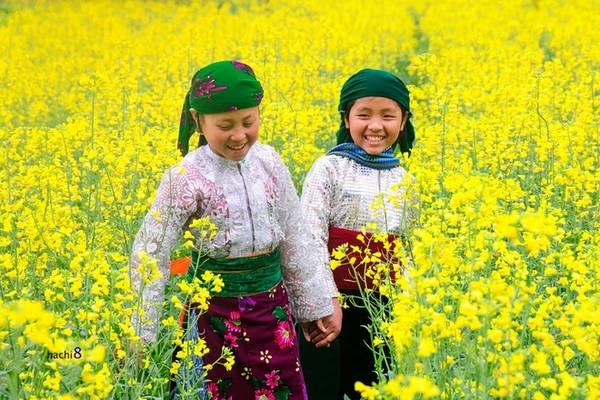 Ai cũng diện cho mình những bộ đồ đẹp nhất, cũng muốn mình xinh tươi đẹp hơn cả những khóm hoa xuân.