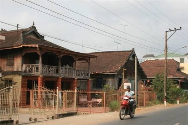 Kiến trúc những ngôi nhà của người Chăm. (Ảnh: Internet)