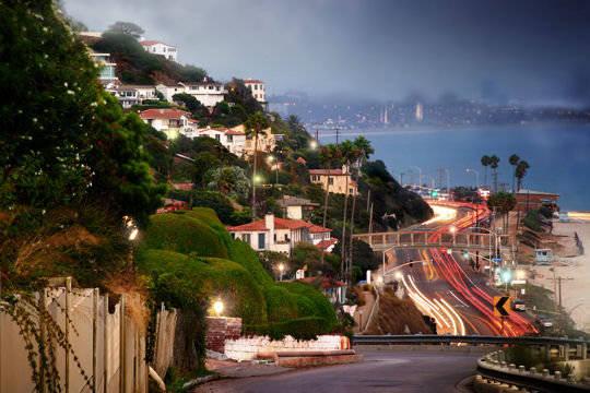Con đường huyền thoại PCH đoạn qua thành phố Malibu - Ảnh: frawsy